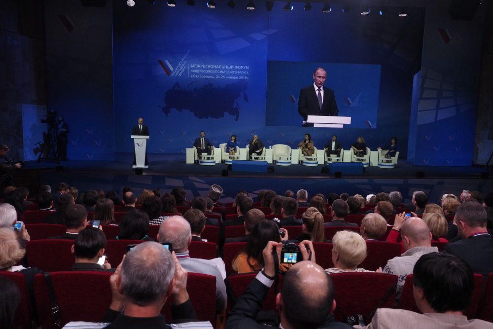 Аудиторию пленарного заседания составили активисты ОНФ из всех 13 регионов Северо- Кавказского и Южного федерального округов, а также представители федеральных и региональных органов власти.