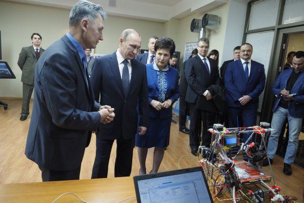 Пообщаться с президентом смогли лучшие студенты университета – победители всероссийских конкурсов, обладатели президентских стипендий и грантов, руководители студенческих объединений.