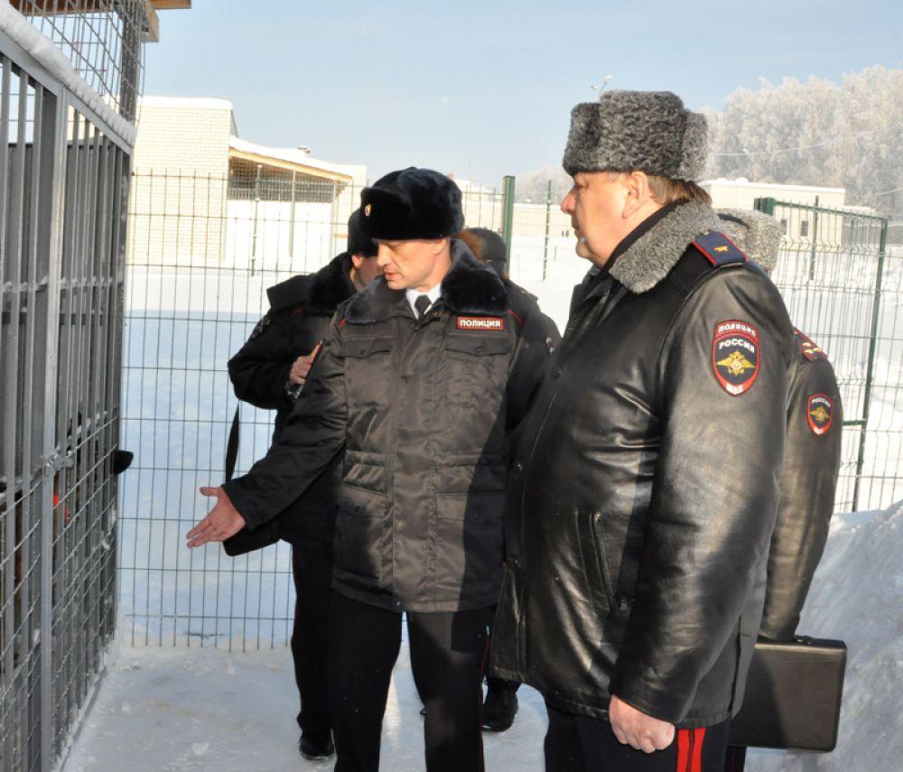 Глава ульяновской полиции  осмотрел ветеринарную лечебницу, корпус спецкухни, вольеры для собак