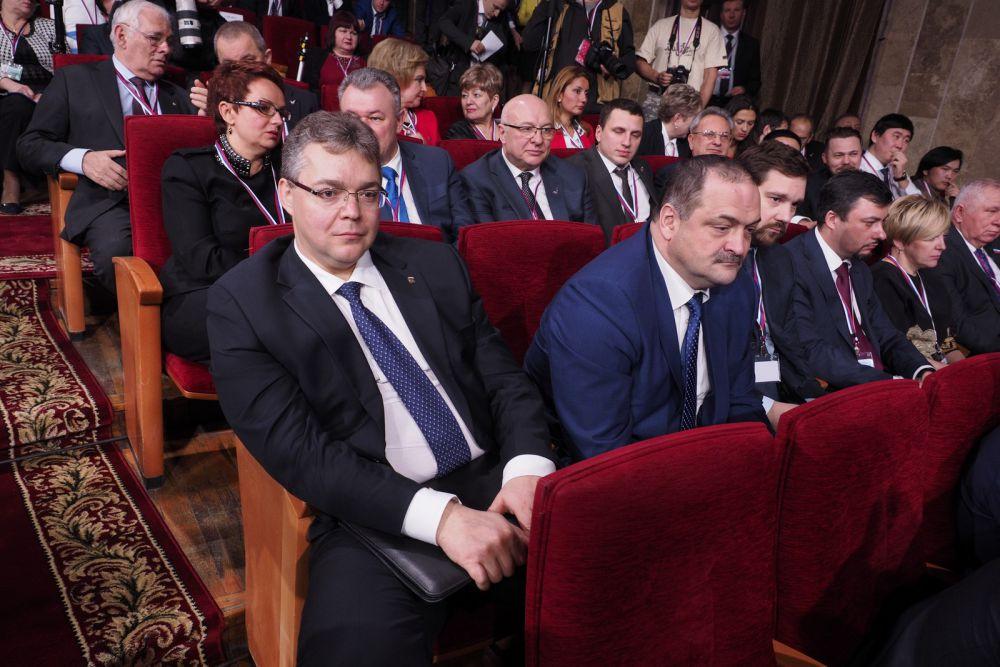 Губернатор Ставрополья Владимир Владимиров и полпред президента в СКФО Сергей Меликов.