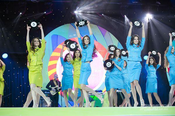В течение года в городах республики проводились отборочные конкурсы, по результатам которых из 100 красавиц жюри отобрало 28 финалисток
