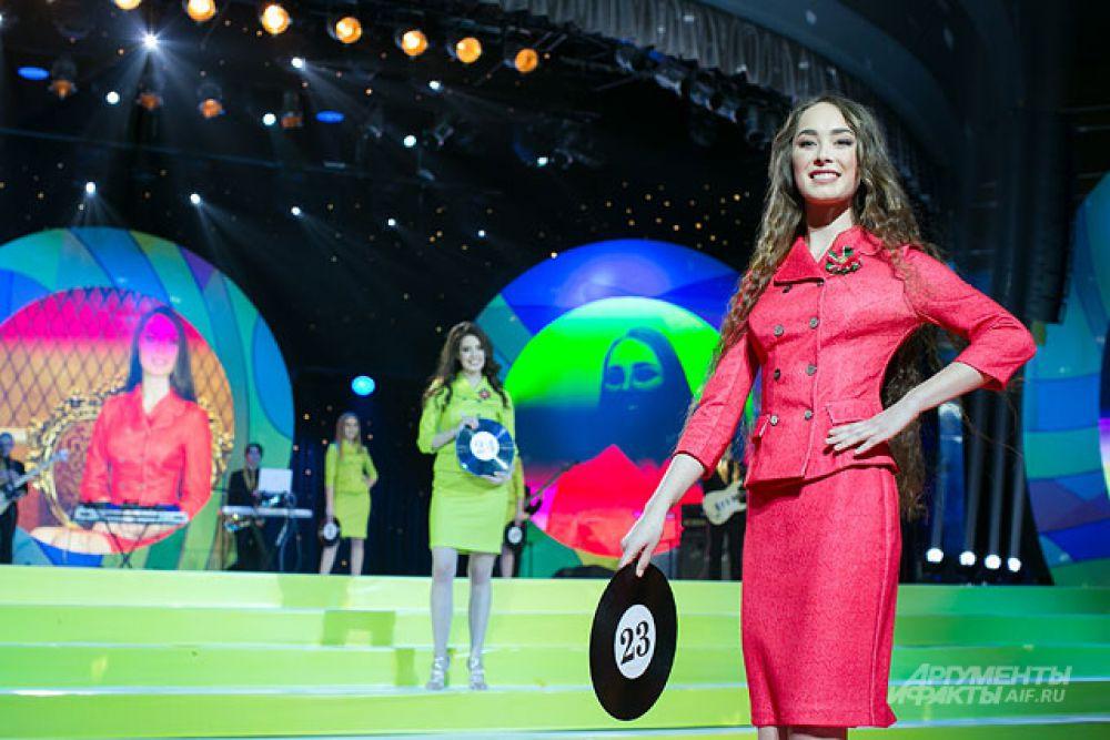 Девушки соревновались в трёх конкурсах: «Визитка»,  «Купальник» и «Творческий номер».