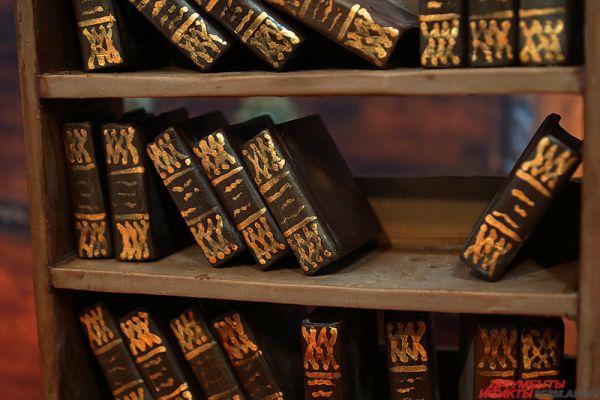 Миниатюрная шоколадная библиотека.
