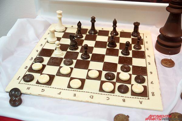 Проигравший на шоколадных шахматах съедает фигуры противника.