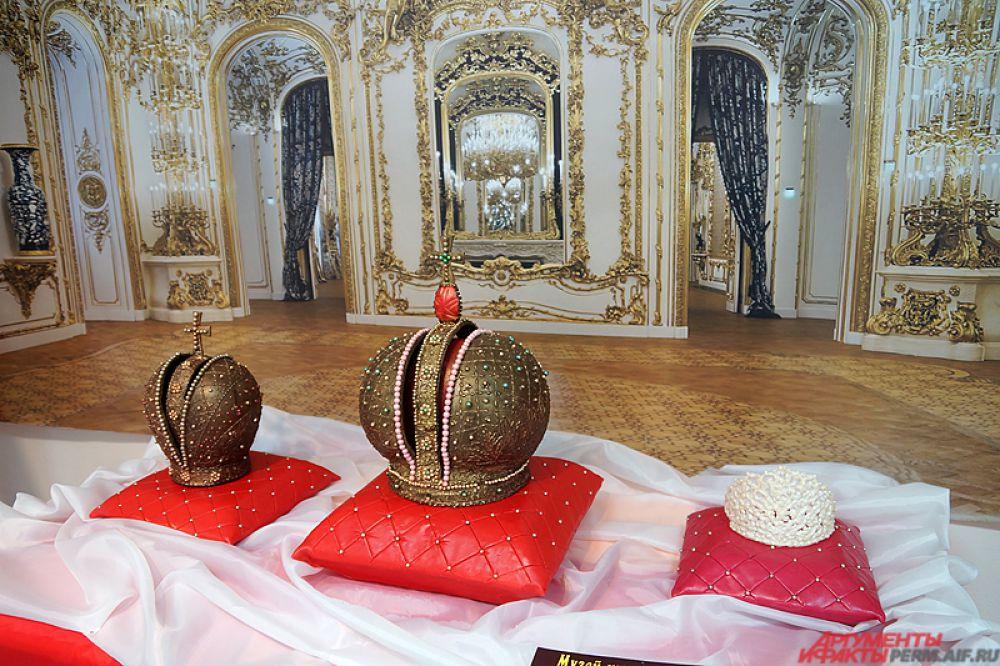 Короны российских императоров.