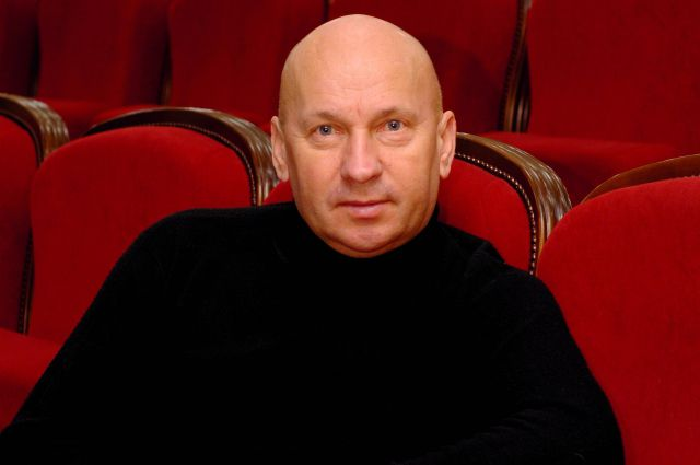 Артиста пригласили в омский драмтеатр в 1996 году.