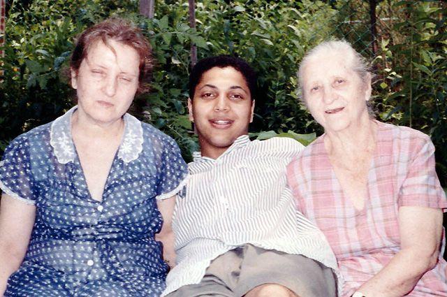 Григорий Красовский с мамой и бабушкой, 1989 г.