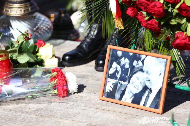 Траурные мероприятия на месте смоленской авиакатастрофы. Фото Леха и Марии Качиньских. Фото из архива.
