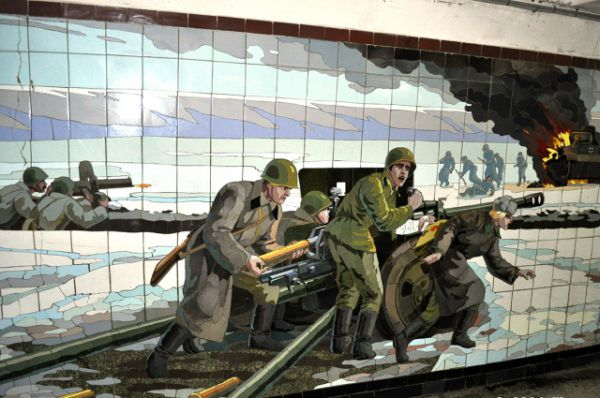 Следующие панно украшают ростовскую подземку на пересечении пр. Будённовского и Большой Садовой.