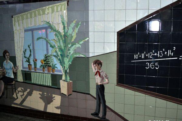 Мозаика в переходах на площадях Ленина, Карла Маркса и Народного ополчения появилась в 1983-1984 годы.