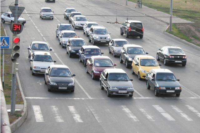 Пользователи соцсети предупреждают омских водителей об опасности на дороге.