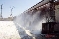Движение по дамбе ГЭС было перекрыто.