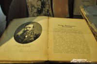 На выставке представлены документы и фотографии великого писателя.
