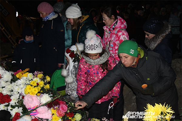 Жители Петропавловска-Камчатского провели акцию памяти погибших второклассников.