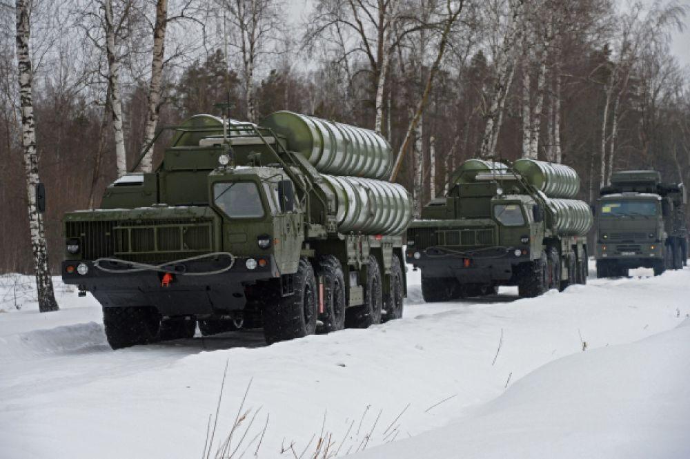 Пусковые установки зенитной ракетной системы С-400.