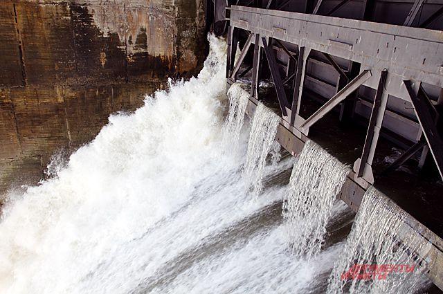 Заминировали ГЭС из-за рубежа.
