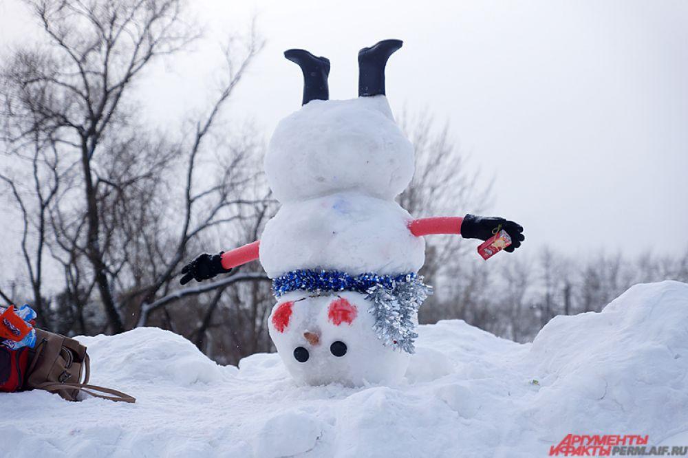 Перевёрнутый снеговик.