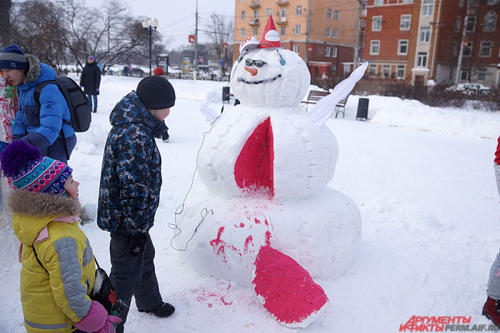 Конкурс снежных фигур «Весёлые снеговики» состоялся в минувшую субботу в сквере Дзержинского.
