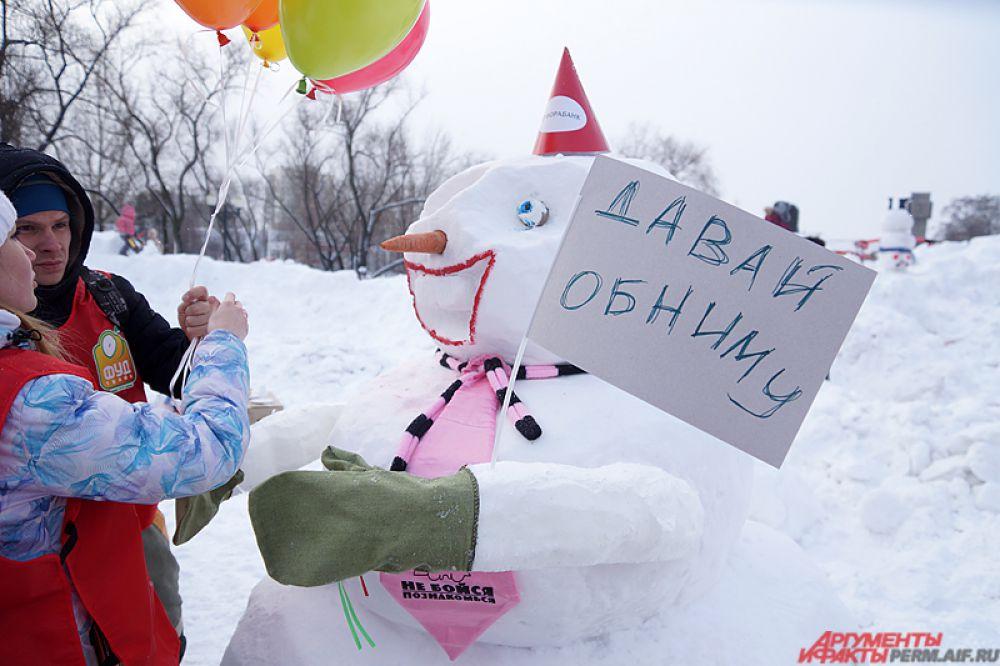 Как итог - 12 необычных снеговиков предстали на суд строго жюри.