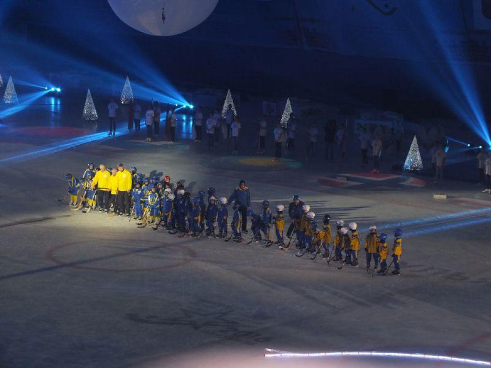 Артисты и спортсмены устроили на ледовой арене настоящее волшебство