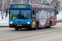 Автобус на улице Ханты-Мансийска.