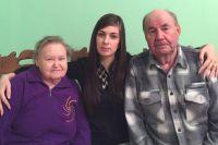 28-летняя Надежда Перчун давно не считает стариков Ашихминых приемными. Они для нее родные.