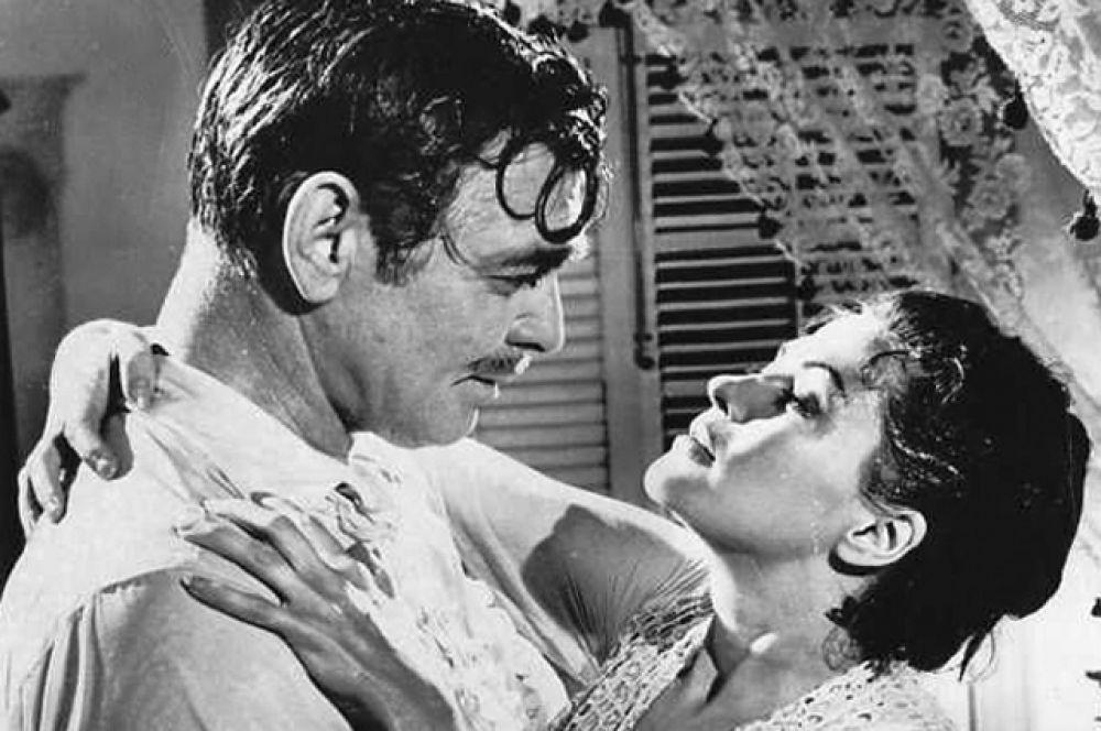 Гейбл был женат еще дважды – на актрисе Сильвии Эшли и манекенщице Кэй Уильямс. Кроме того, у него были романы со многими голливудскими красавицами: Ланой Тёрнер, Авой Гарднер, Грейс Келли. С актрисой Ивонн Де Карло в фильме «Банда ангелов», 1957.