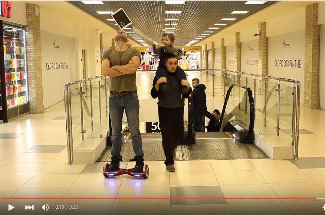 Небольшой хоккеист испортил трюк сiPad парню наховерборде
