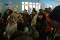 Родительская очередь утром 30 января в школе №3.