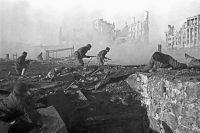 Уличные бои в Сталинграде. Штурм дома. Ноябрь 1942 г.