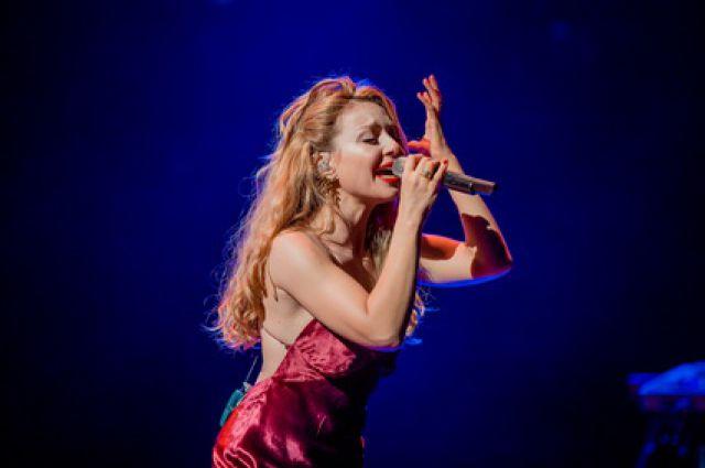 17:38 29  Тина Кароль на коленях исполнила гимн Украины в ЛондонеУкраинская певица дала первый сольный концерт в Л