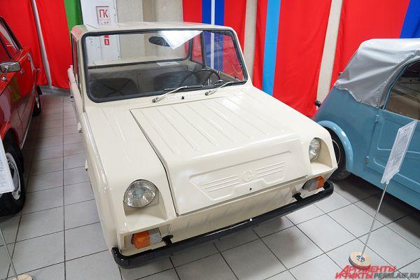 С-3Д (эс-три-дэ)  — двухместный четырёхколёсный автомобиль-мотоколяска Серпуховского автозавода (в то время ещё СМЗ). Автомобиль пришёл на смену мотоколяске С3АМ в 1970 году.
