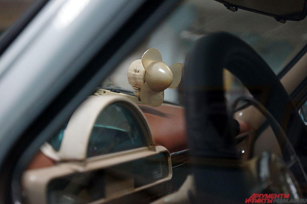 Так, в советских такси установлен маленький вентилятор.