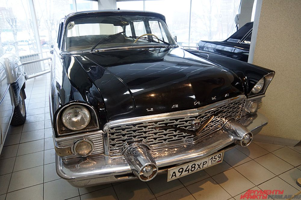 ГАЗ-13 «Чайка» — советский представительский легковой автомобиль большого класса. Всего было изготовлено 3 189 автомобилей этой модели.