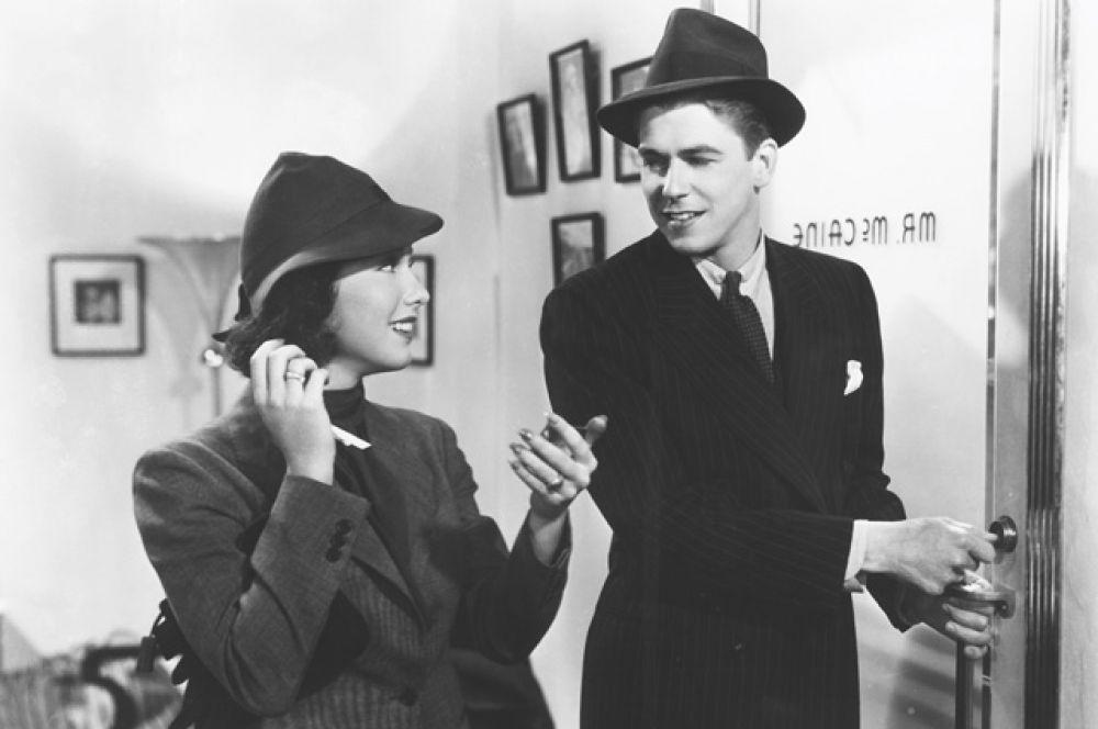 В 1937 году Рейган прошёл кинопробы и подписал семилетний контракт со студией Уорнер Бразерс и сыграл свою первую роль в фильме «Любовь в прямом эфире».