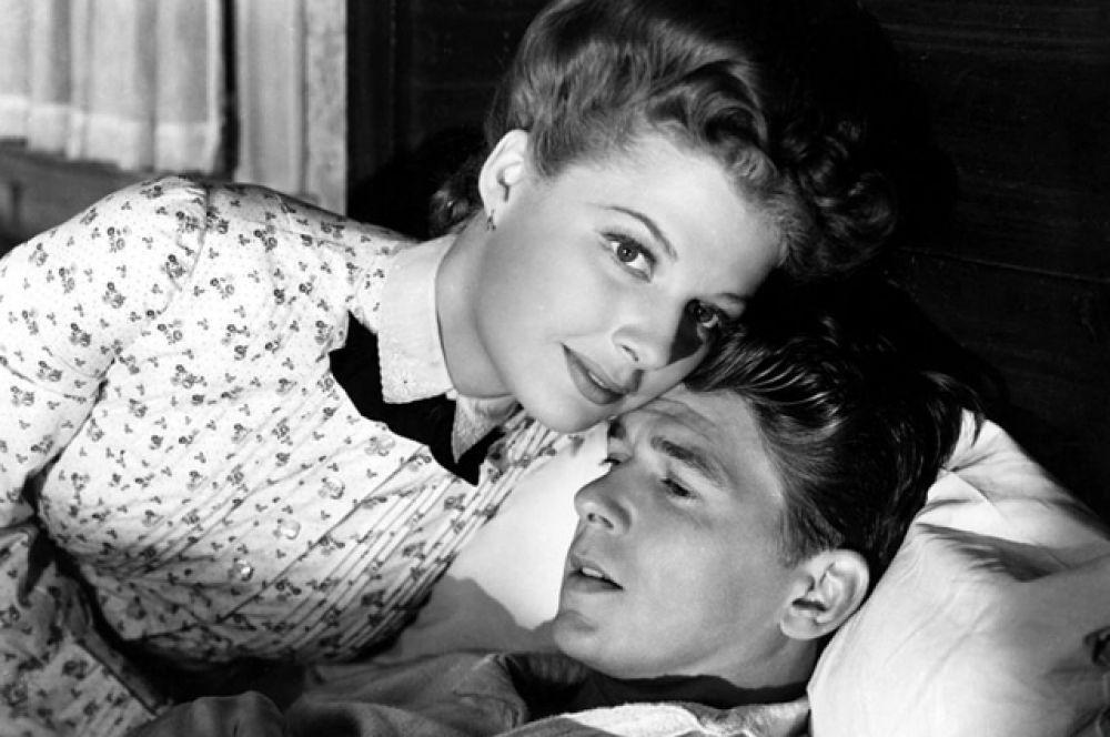 Наиболее заметная роль была сыграна Рейганом в 1942 году в фильме «Кингз Роу». Картина была номинирована на премию «Оскар». Однако спустя два месяца после выхода фильма на экраны будущий президент был призван в армию и в дальнейшем уже не достигал подобного успеха.