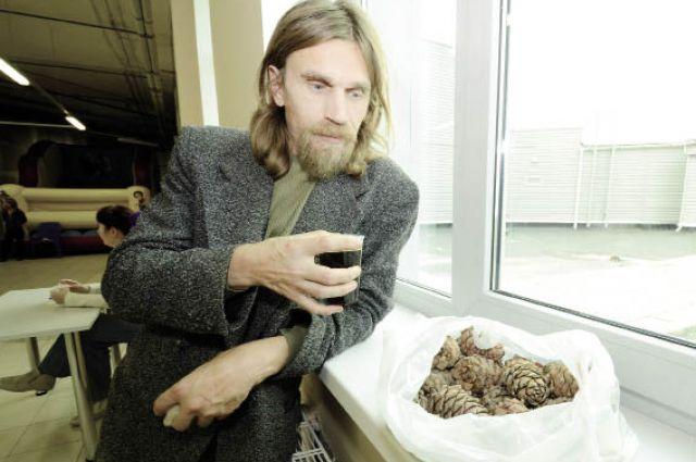 Николай Вотинцев подсчитал, что если вырастить 10 кедров, то семья может получить от продажи орехов и кедрового масла 300-500 тыс. руб. в год.