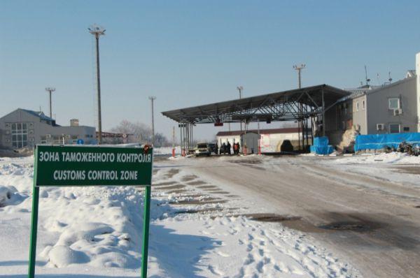 Пост МАПП Новошахтинск находится на границе России с Украиной, в непосредственной близости от украинского пункта пропуска Должанский.