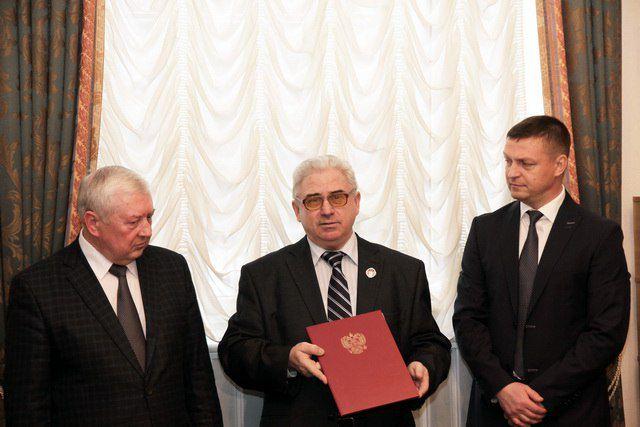 Профессор Литвинов (в центре), Юрий Сынкин и Николай Алашеев.