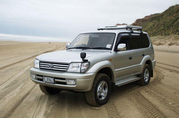 И, наконец, Toyota Hilux и Toyota Land Cruiser Prado — в одном.