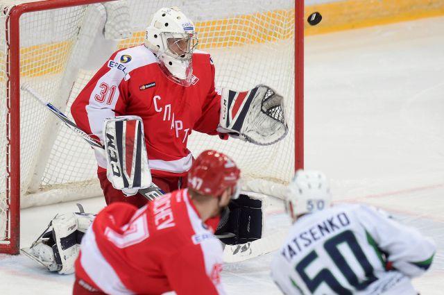Иван Яценко забивает