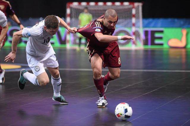 Эдер Лима в матче со сборной Казахстана.