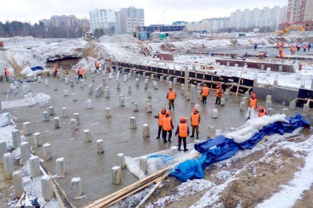 На стройплощадке перинатального центра в Сургуте.