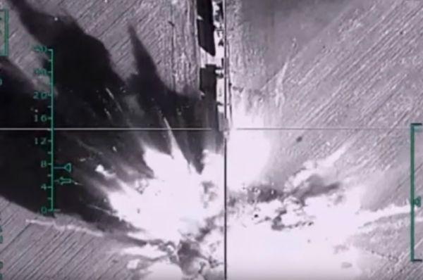 Уничтожение российской авиацией колонны большегрузных автомобилей с боеприпасами в районе Алеппо.