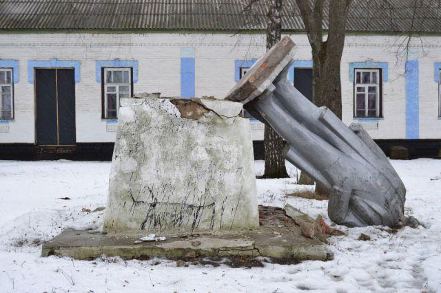 Памятник Ленину в селе Великие Будища
