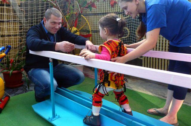 Десять тысяч рублей Дмитрий отдаёт на благотворительность каждый месяц.