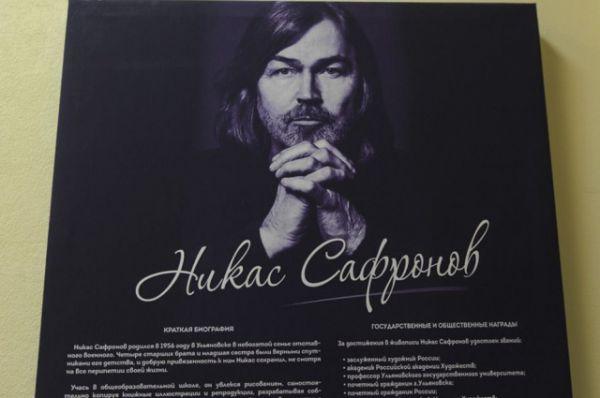 Никас Сафронов - один из выдающихся современных российских художников, работающий в разных жанрах.