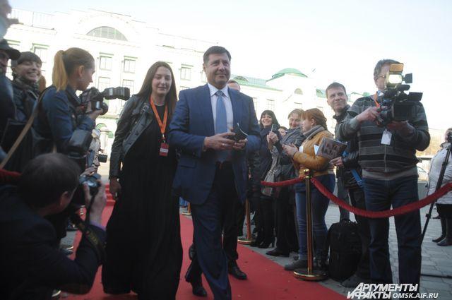 Сенатор участвует в общественно-политической и культурной жизни Омска.