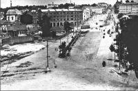 Круто падающие по склону улицы Курска были идеальным местом для катания на санках.