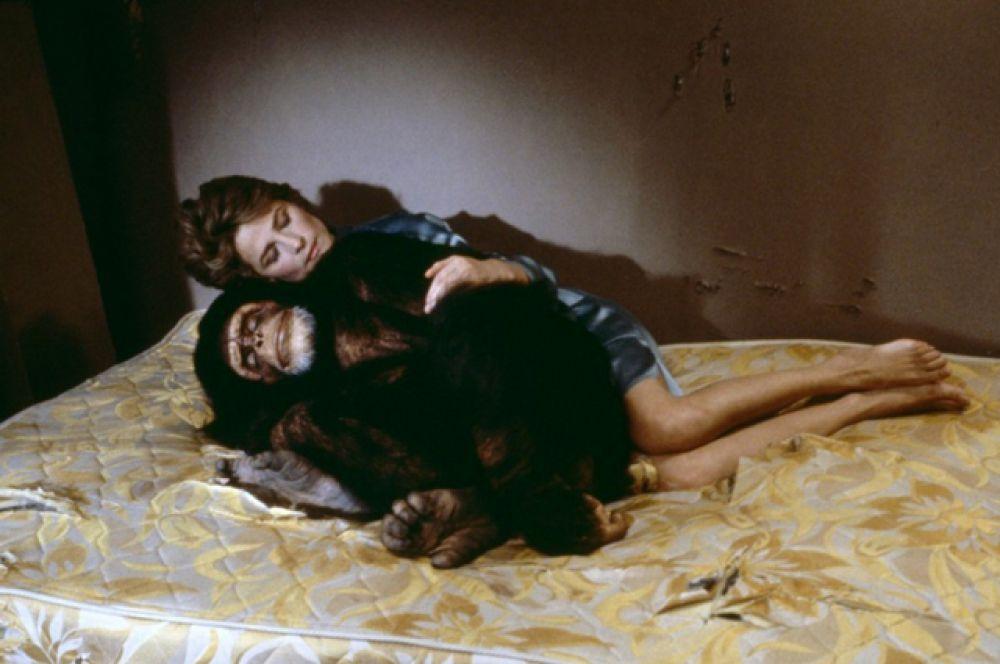В 1986 году в фильме «Макс, моя любовь», актриса сыграла женщину, вступившую в порочную связь с шимпанзе.